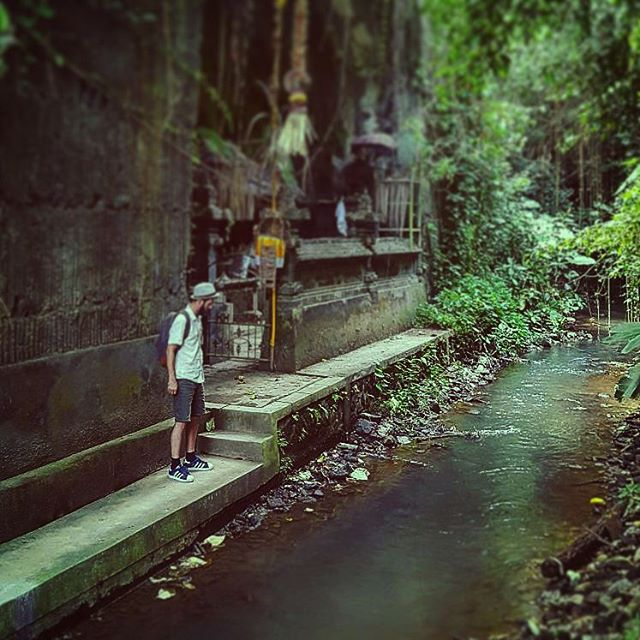 Yesterday we found a temple somewhere off the path. Down three stairs, a couple of hundred meters further, carved out of a rock besides a small creek.. wauw! #holy #temple #somewhere #offroute in #ubud #bali #creek #water #path #explore #nature #adventure